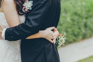 Az esküvői öltöny megfelelő kiválasztása